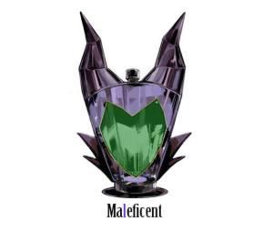 Malefica è definita la Cattiva Disney per eccellenza ed è caratterizzata dal simbolo diabolico per eccellenza: le corna. Elegante anche nella sua perfidia, la boccetta ci descrive il volto austero della Signora di ogni Male, che non ha bisogno del tappo per controllare la sua magia. Magari l'essenza racchiusa al suo interno ci trasformerà tutti in dei draghi! - See more at: http://www.regnodisney.it/cattivi-disney-diventano-boccette-di-profumo/#sthash.Fq6M76xe.dpuf